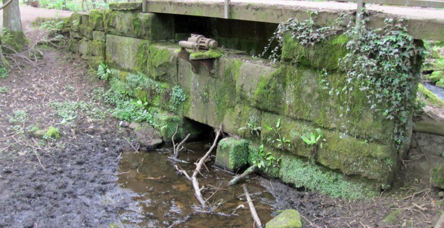 Overflow under the bridge with capstan/roller mechanism.