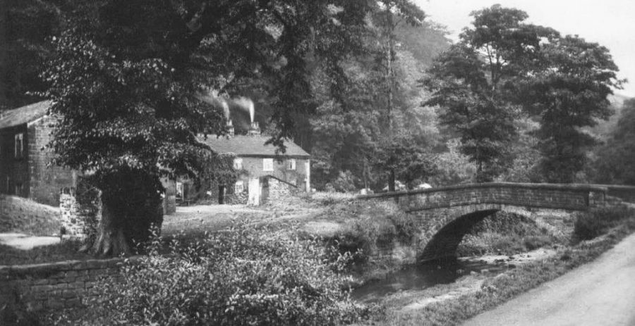 Roscoe Bridge, with cottages. Roscoe Wheel can just be seen far left, behind the tree. From the KK collection.